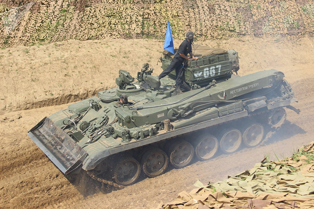 Participante russo do consurso Otkrytaya Voda 2018 em um tanque