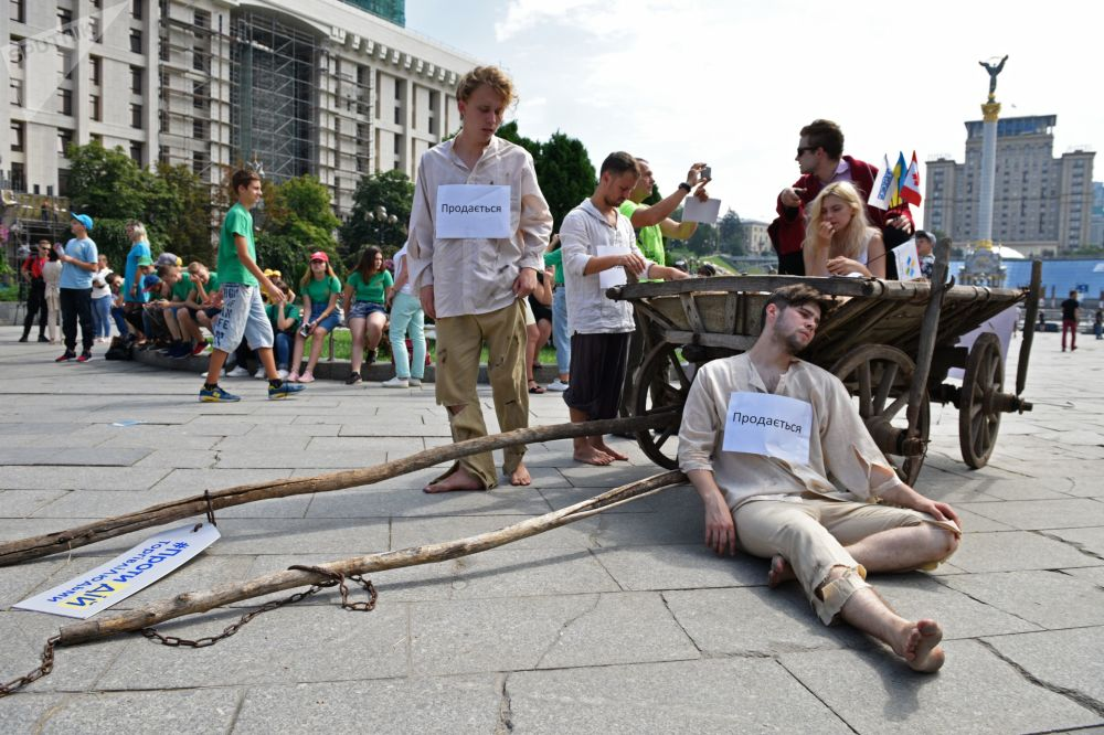 Participantes de um protesto contra tráfico de pessoas em Kiev, na Ucrânia
