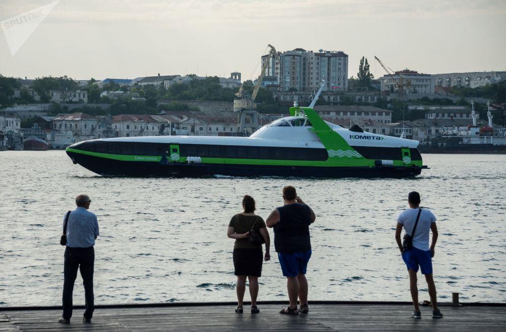 Primeira viagem do novo navio de passageiros Kometa 120M entre duas cidades crimeanas, Yalta e Sevastopol