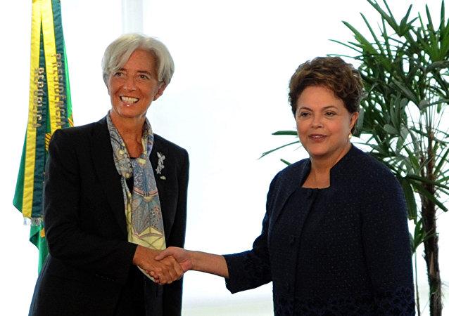 A presidenta brasileira, Dilma Rousseff, em encontro com a diretora do FMI, Christine Lagarde