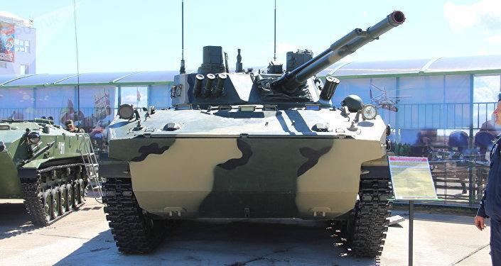BMD-4 na exposição dos armamentos durante o concurso Desantny Vzvod (Pilotão de Desembarque), em Pskov