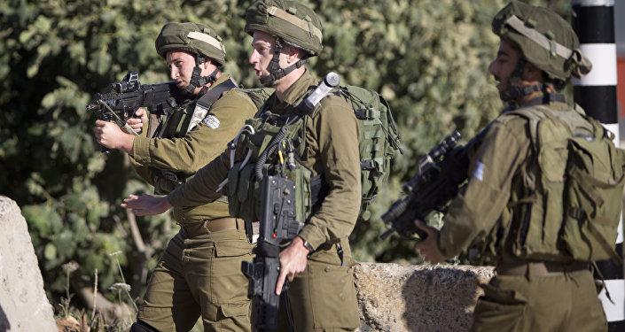Soldados israelenses em posto de controle perto da cidade de Nablus, na Cisjordânia, 10 de junho de 2016