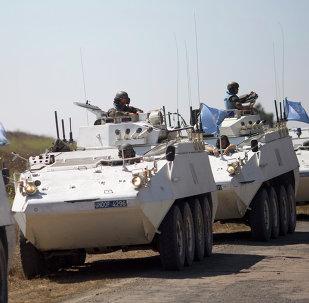 Veículos blindados das forças de paz da ONU rumo à Síria