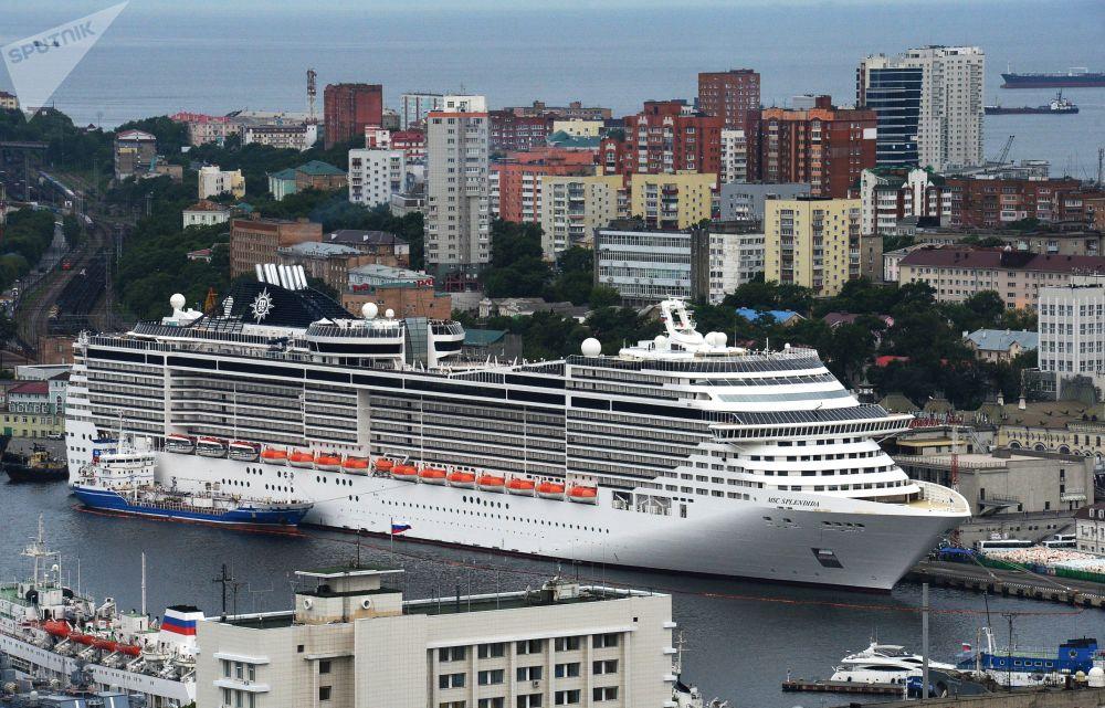 Transatlântico MSC Splendida no porto de Vladivostok, Rússia