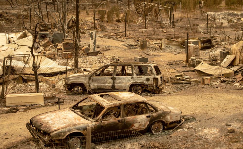 Carros queimados na sequência de um incêndio na Califórnia, nos EUA