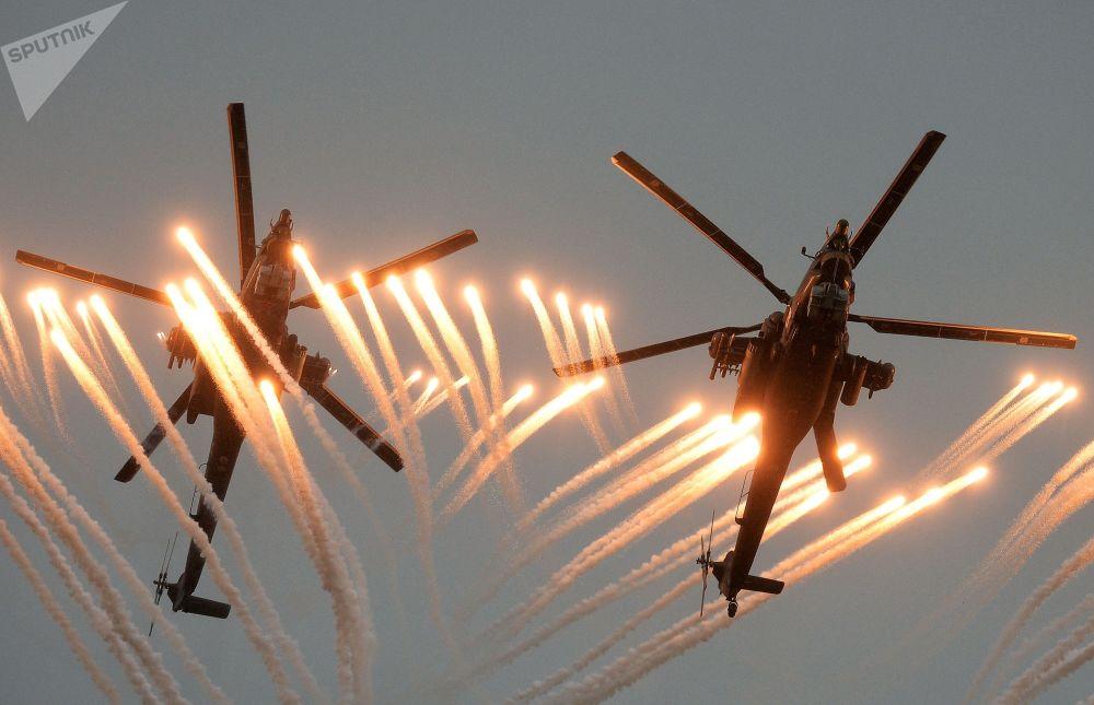 Helicópteros Mi-28 Caçador Noturno nas competições entre pilotos militares Aviadarts 2016