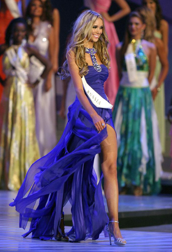 Ksenia Sukhinova, modelo russa e Miss Mundo 2008, aparece no palco em Joanesburgo, na África do Sul
