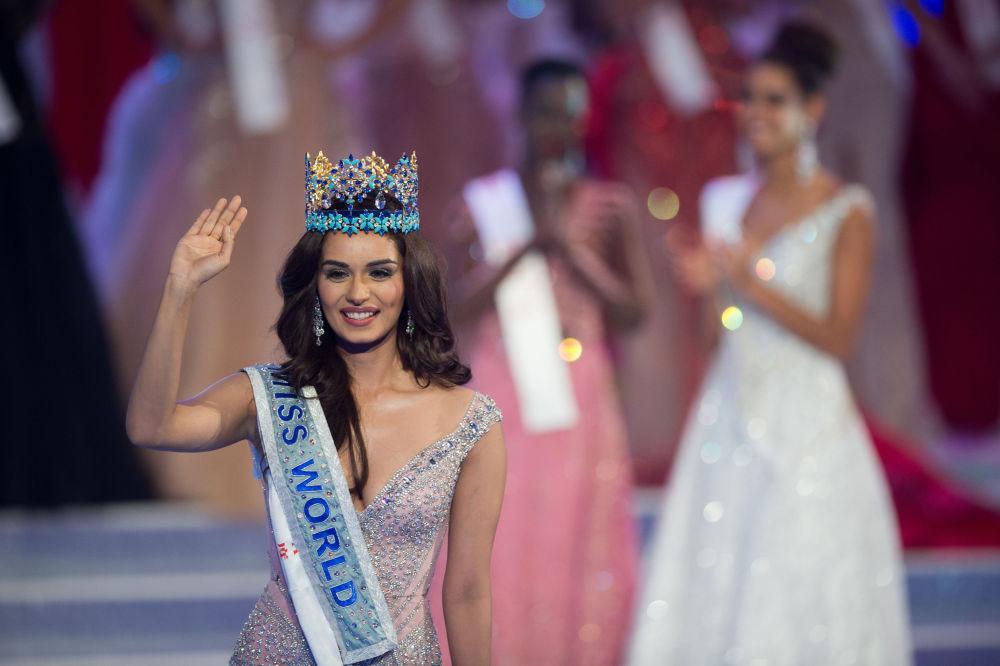 Representante indiana, Manushi Chhilar, recebe o título de Miss Mundo 2017