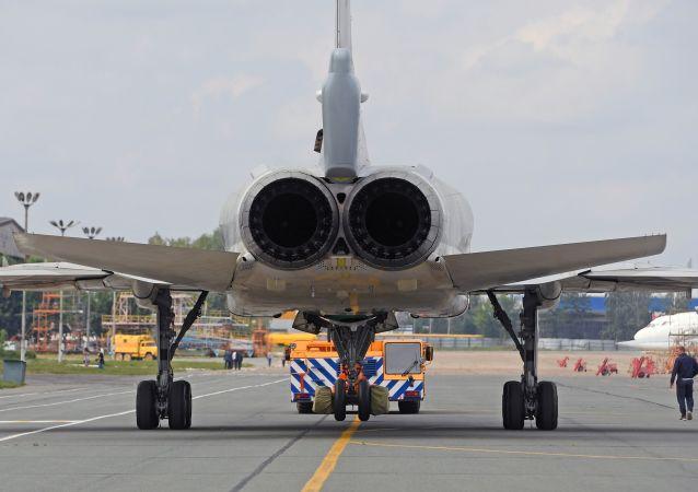 Cerimônia de rolagem do bombardeiro modernizado russo Tu-22M3M, em Kazan