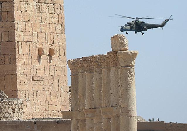 Helicóptero russo em Palmira