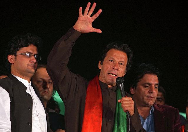 Imran Khan em discurso anti-governista realizado em Islamabad em 2014.