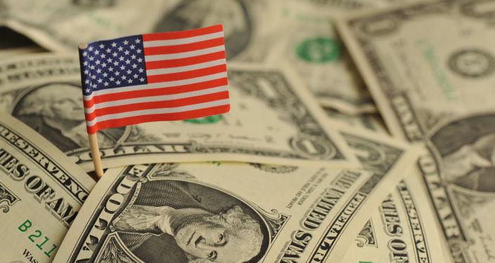 Bandeira americana no meio de dólares dos EUA