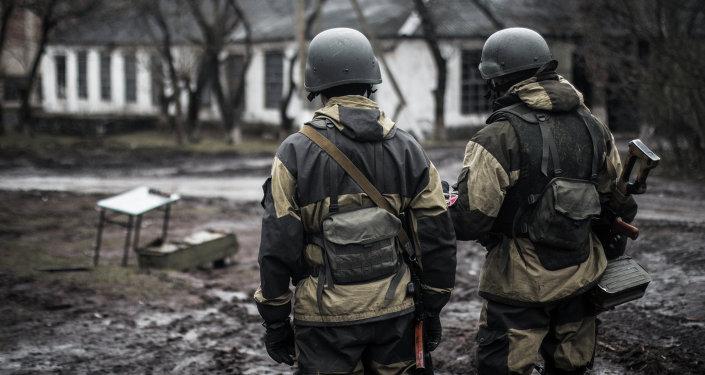 Soldados da milícia popular de Donetsk