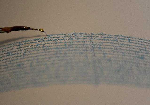 Ao menos outros sete terremotos com magnitudes variando entre 4,6 e 6 atingiram a mesma região ao longo do dia