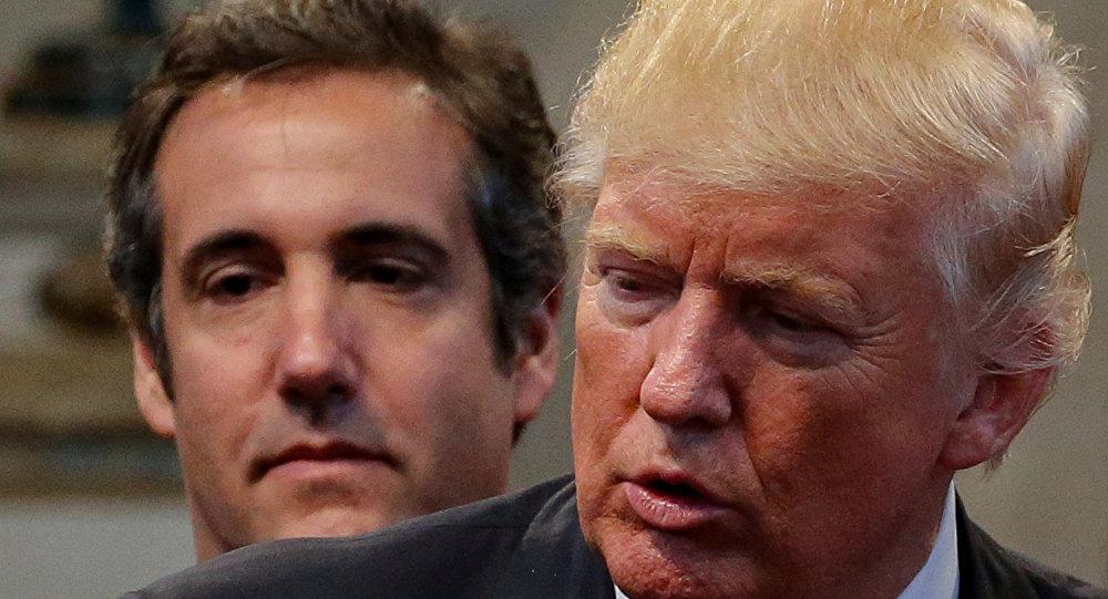 O advogado Michael Cohen ao lado do então candidato republicano à presidência, Donald Trump em uma foto clicada em Ohio, setembro de 2016.