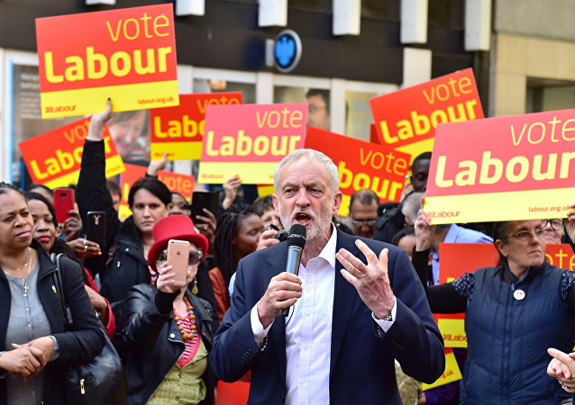 O líder trabalhista, Jeremy Corbyn, discursando em Londres.