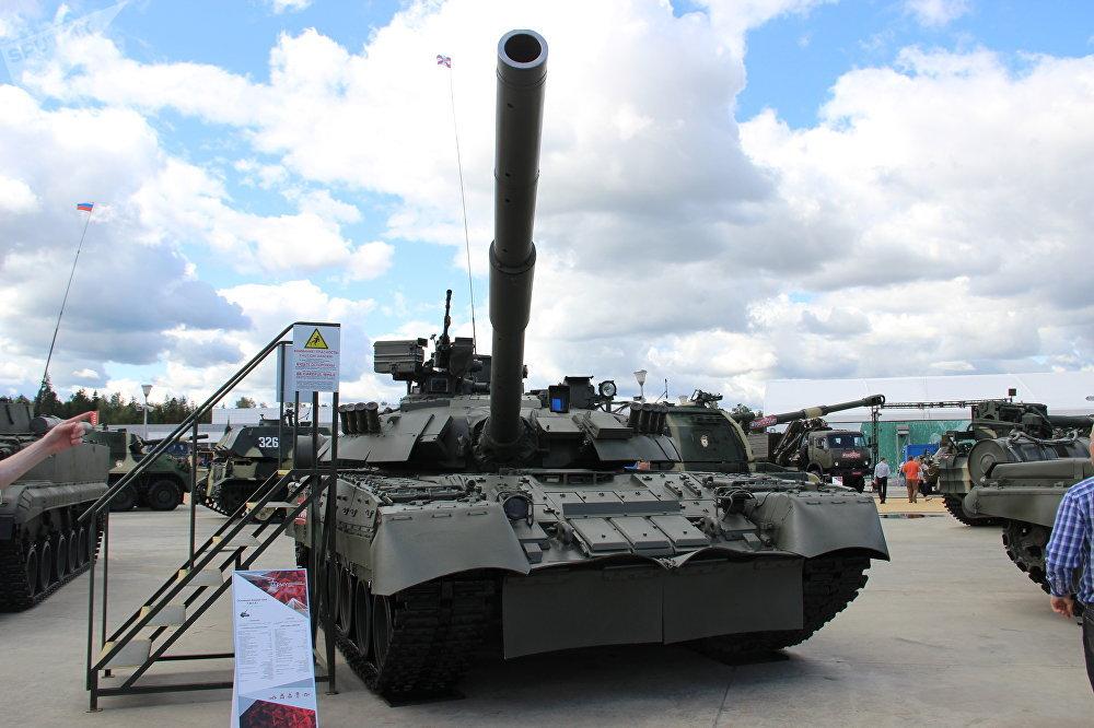 Tanque T-80U-E1 é mostrado durante o fórum militar EXÉRCITO 2018