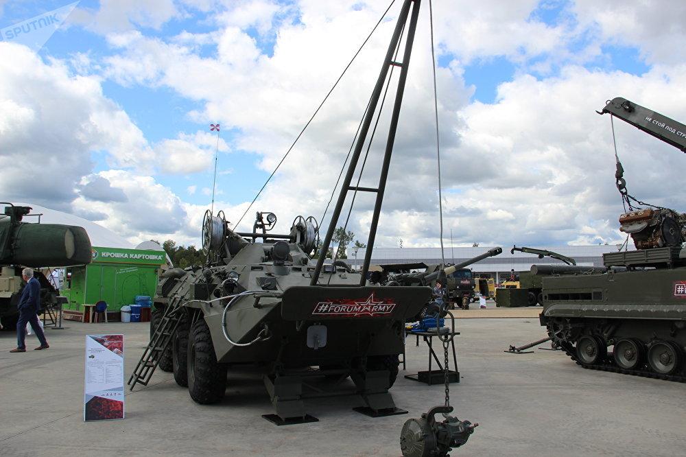 Veículo blindado anfíbio de evacuação e apoio BREM-K é mostrado durante o fórum militar EXÉRCITO 2018