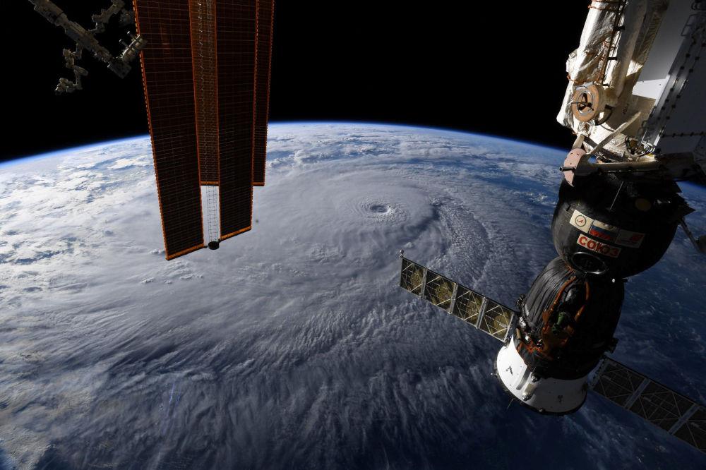 Furacão Lane que abalou o Havaí, visto desde a Estação Espacial Internacional