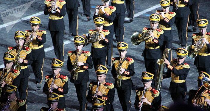 Orquestra Central Militar do Ministério da Defesa da Rússia participa da abertura do festival Spasskaya Bashnya na Praça Vermelha, em 24 de agosto de 2018
