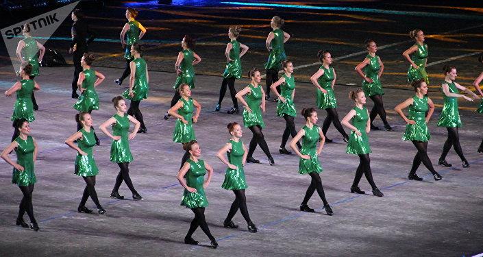 Grupo de dança irlandesa participa da abertura do festival Spasskaya Bashnya na Praça Vermelha, em 24 de agosto de 2018