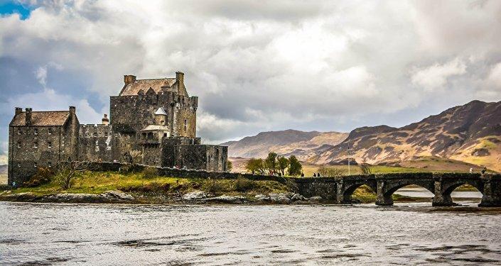O Castelo de Urquhar perto do Lago Ness