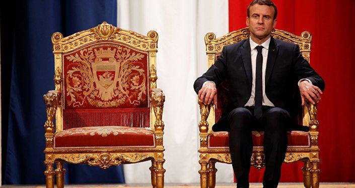 O presidente francês Emmanuel Macron participa de uma cerimônia na prefeitura de Paris após sua posse formal como presidente francês (arquivo)
