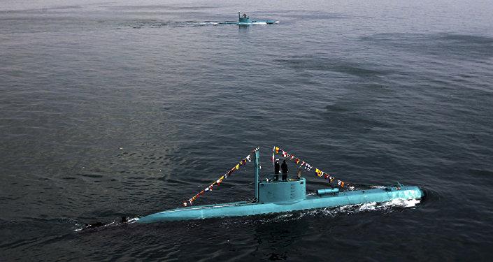 Submarinos iranianos do tipo Ghadir no golfo Pérsico, Irã