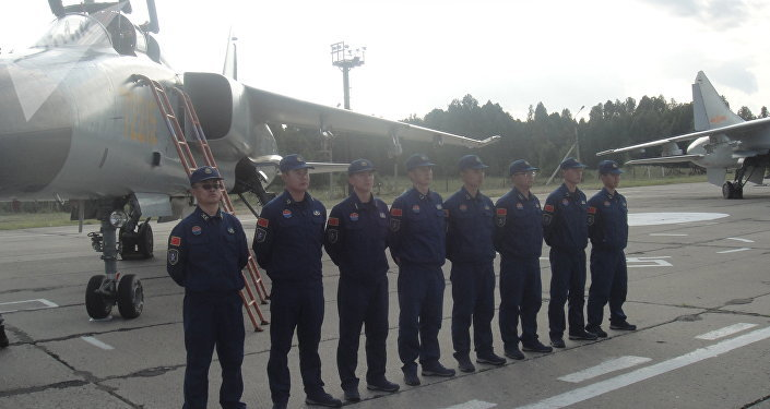 Militares chineses na base aérea russa de Shagol durante as manobras Mirnaya Missiya 2018