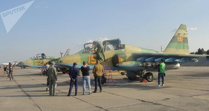 Caças-bombardeiros cazaques Su-25 na base aérea russa de Shagol durante as manobras Mirnaya Missiya 2018