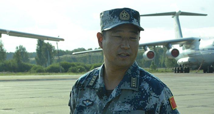 Vice-comandante do grupo de aviação do exército chinês nas manobras Mirnaya Missiya 2018, coronel sênior Yin Taidong