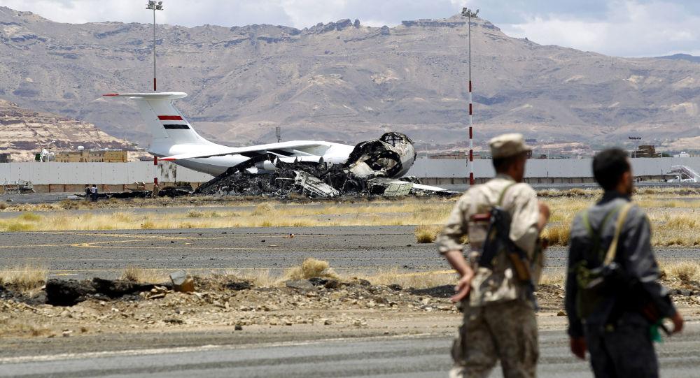 Aeroporto de Sanaa, capital do Iêmen, após bombardeio (arquivo)