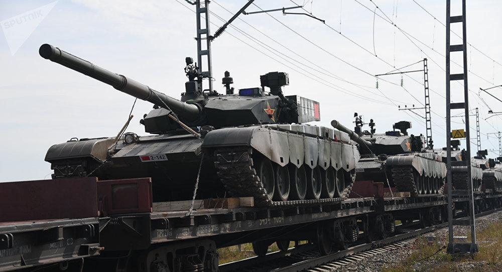 Trens com militares e equipamento bélico da China chegam para participar das manobras Vostok 2018