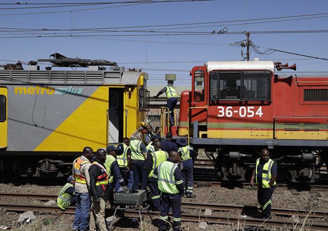 Colisão de trens ao sul de Johannesburgo