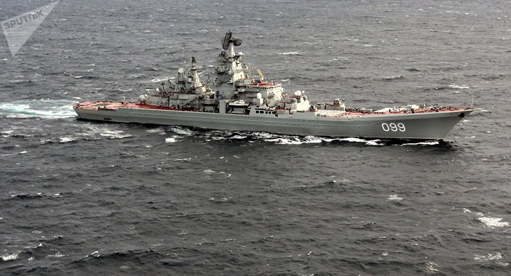 Cruzador porta-mísseis nuclear pesado Pyotr Veliky no Oceano Atlântico