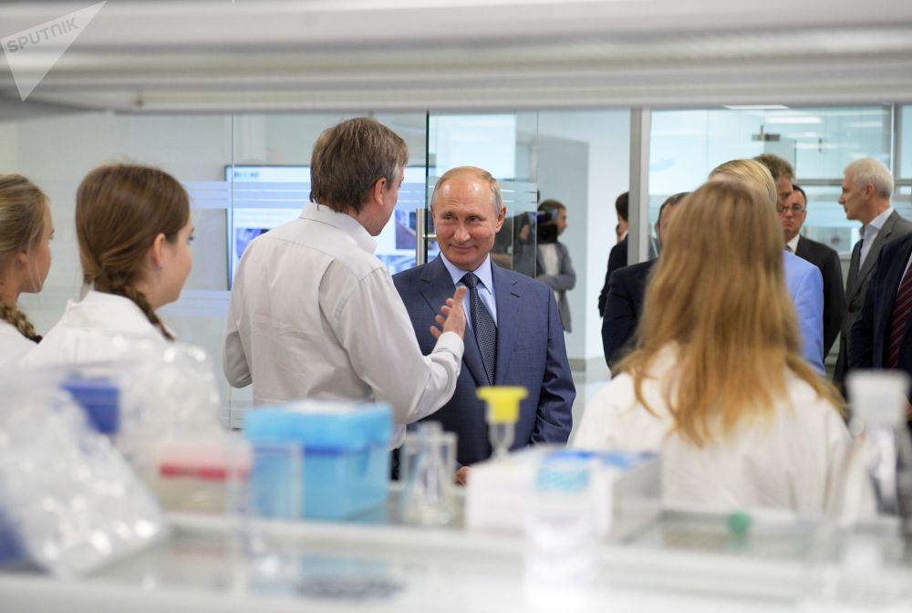 Presidente da Federação da Rússia, Vladimir Putin, durante visita ao Centro Educacional Sirius