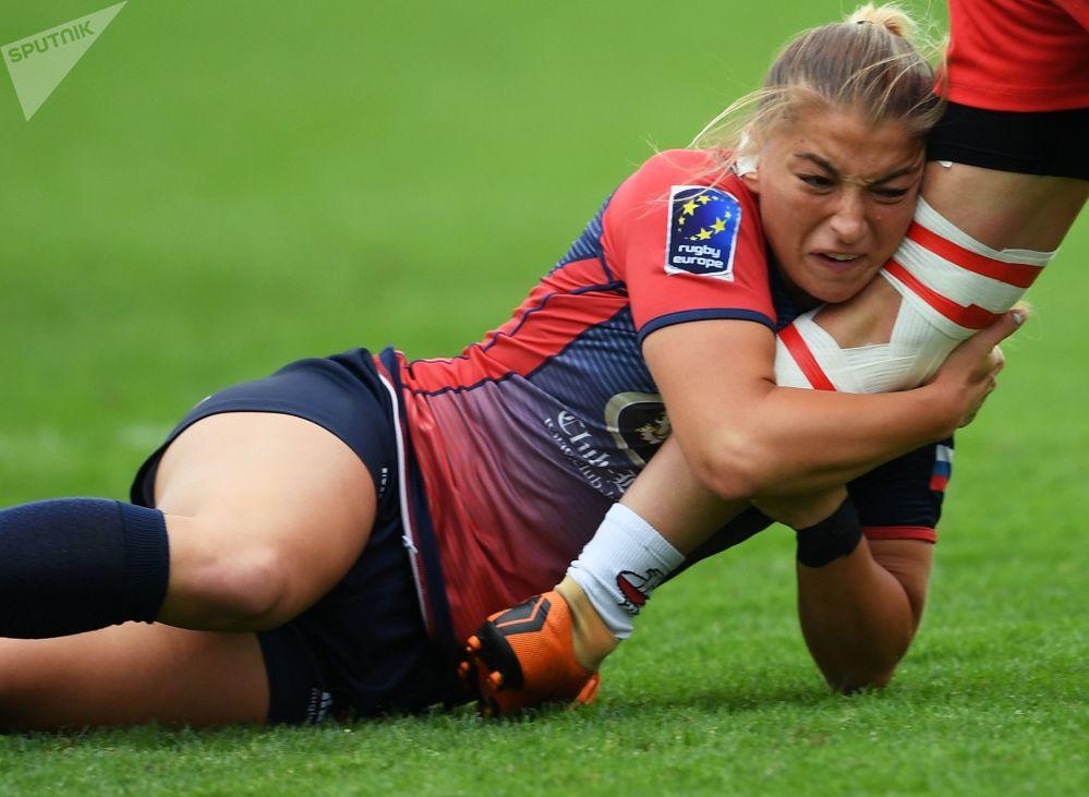 Jogadora russa, Daria Noritsina, na semifinal entre Rússia e Polônia da segunda etapa da série europeia de rugby