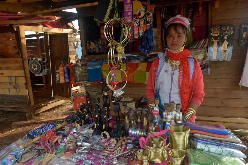 Mulher da tribo kayan no Mianmar