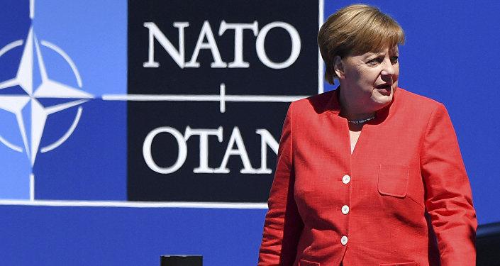 A chanceler da Alemanha, Angela Merkel, chega ao encontro da OTAN em Bruxelas.