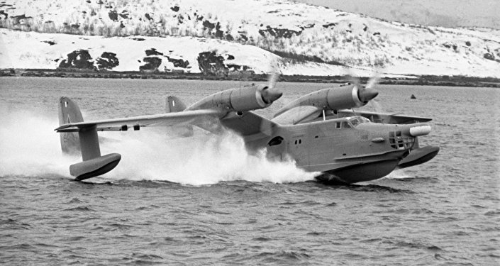 Avião anfíbio soviético Beriev Be-12 durante manobras militares em 1970