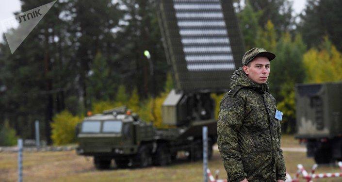 Militar russo durante as manobras militares Vostok 2018