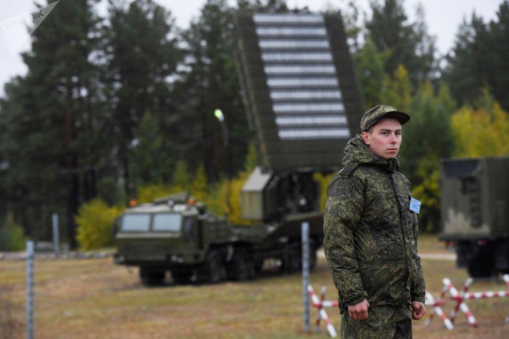 Soldado durante os exercícios militares das tropas de defesa antiaérea no âmbito das manobras Vostok 2018