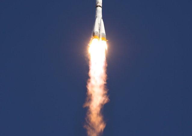 Lançamento do Soyuz 2.1a