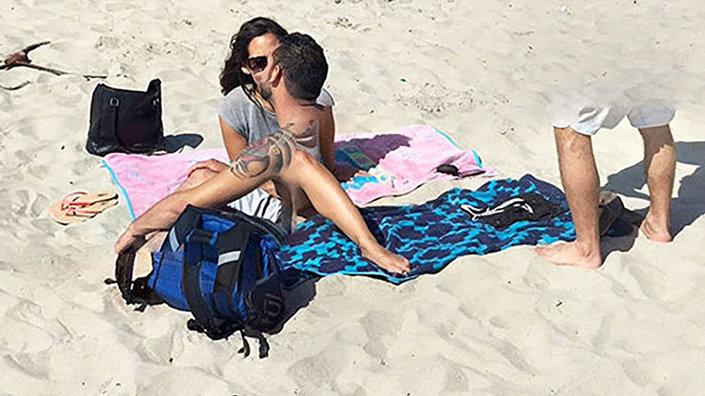 Imagem do casal desmembrado na praia publicado pelo Google Maps