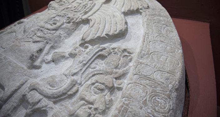Altar de quase 1,5 mil anos encontrado no sítio arqueológico maia La Corona, localizado no departamento guatemalteco de Peten, em 12 de setembro de 2018