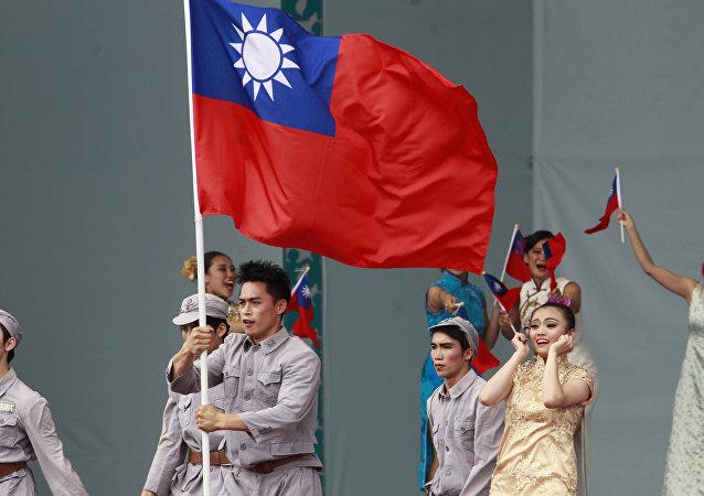 Dançarinos se apresentam durante cerimônia de posse da presidente de Taiwan, Tsai Ing-wen, em Taipé, 20 de maio de 2016