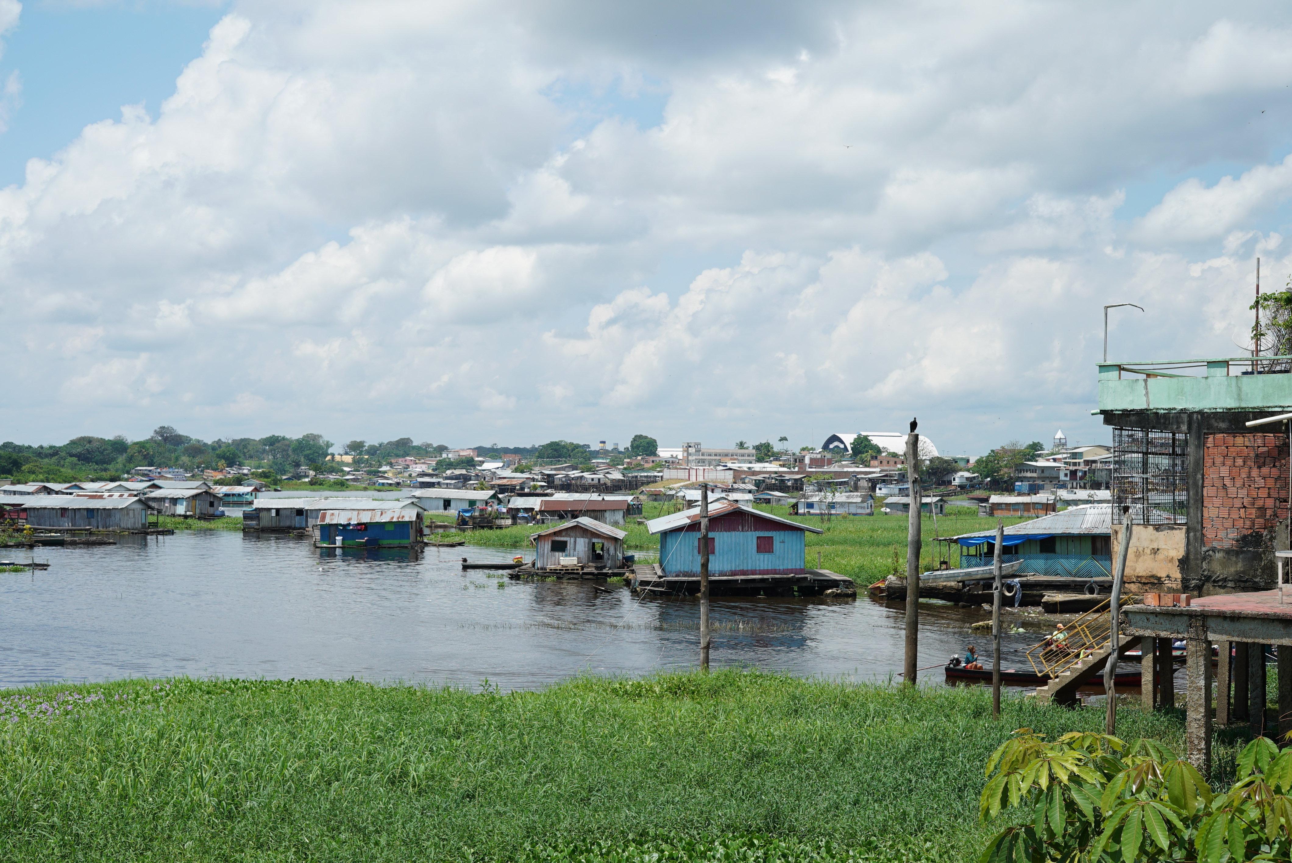 Coari, a 363 km de Manaus, é conhecida como a Capital do Piratas no rio Solimões