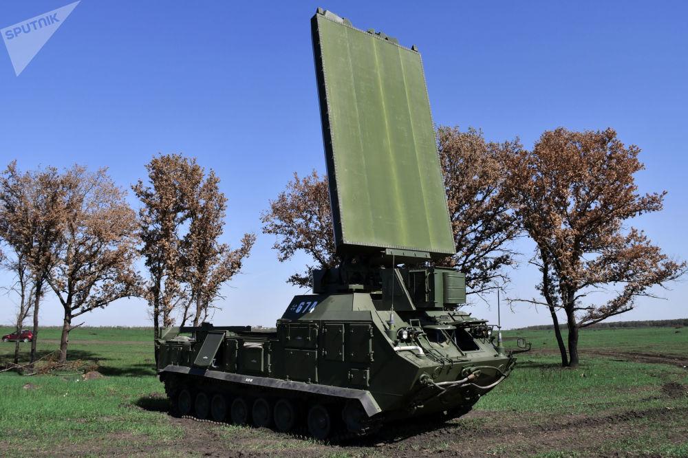 Estação de radar Zoopark durante exercício da artilharia tática no campo de treinamento de Molkino, em Krasnodar