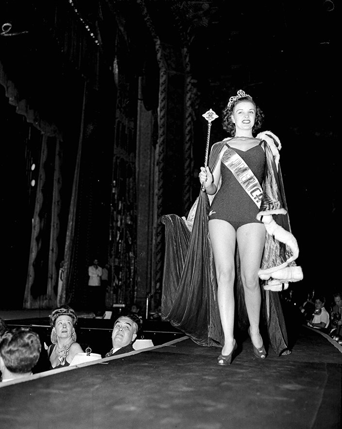 Venus Ramey, ganhadora do concurso de beleza Miss América de 1944