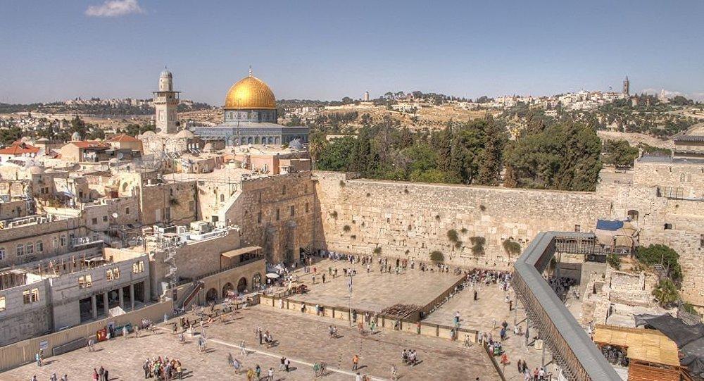Muro das Lamentações e Cúpula da rocha na cidade velha de Jerusalém.
